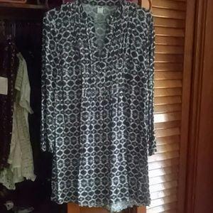 Old navy black white boho vneck dress s